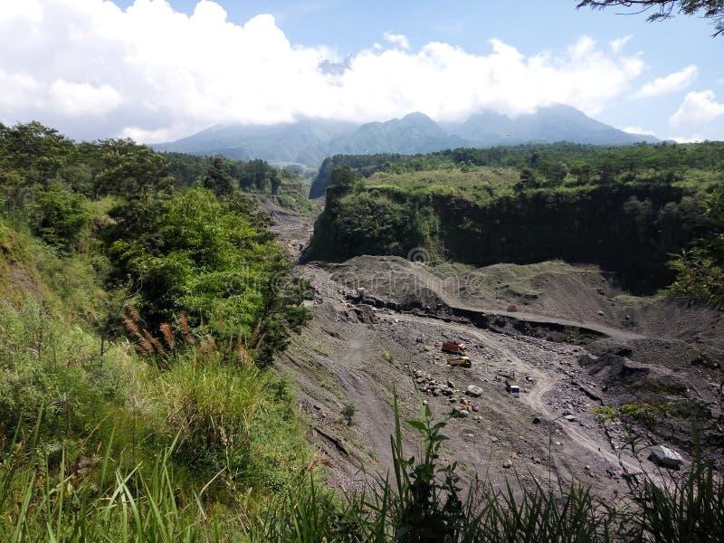 Река лавы вулкана Merapi стоковые фотографии rf
