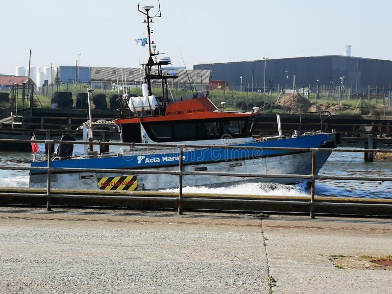 Река волн шлюпки Gorleston промышленное стоковые изображения rf