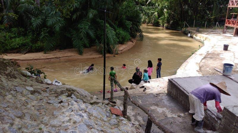 Река в деревне стоковые фотографии rf