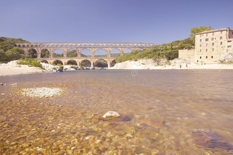Река Гар и Pont du Гар, Nimes, Франция стоковые фото
