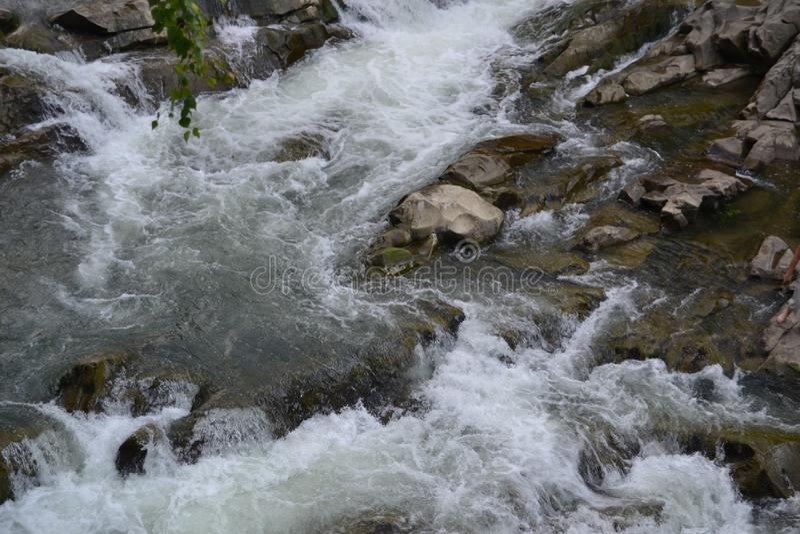 Река горы видимо сверху стоковые изображения