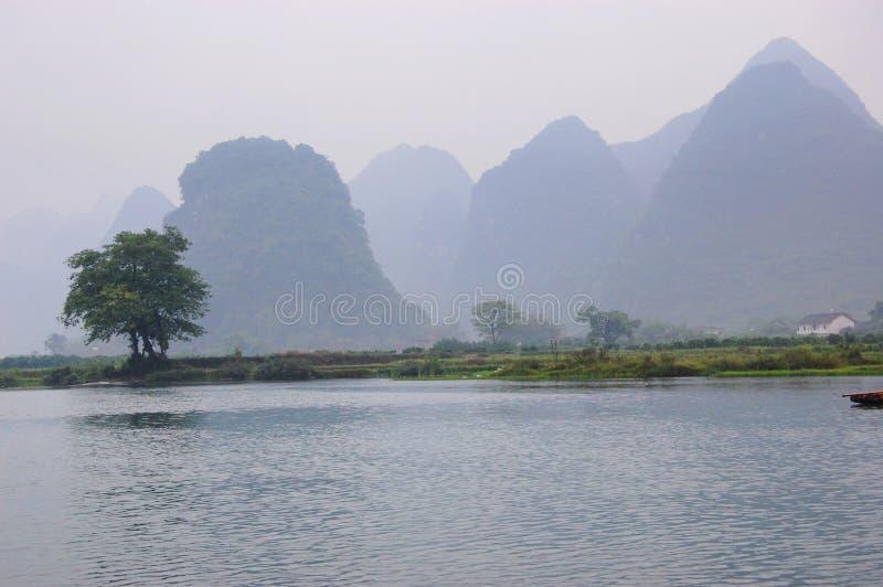 река гор стоковое изображение rf