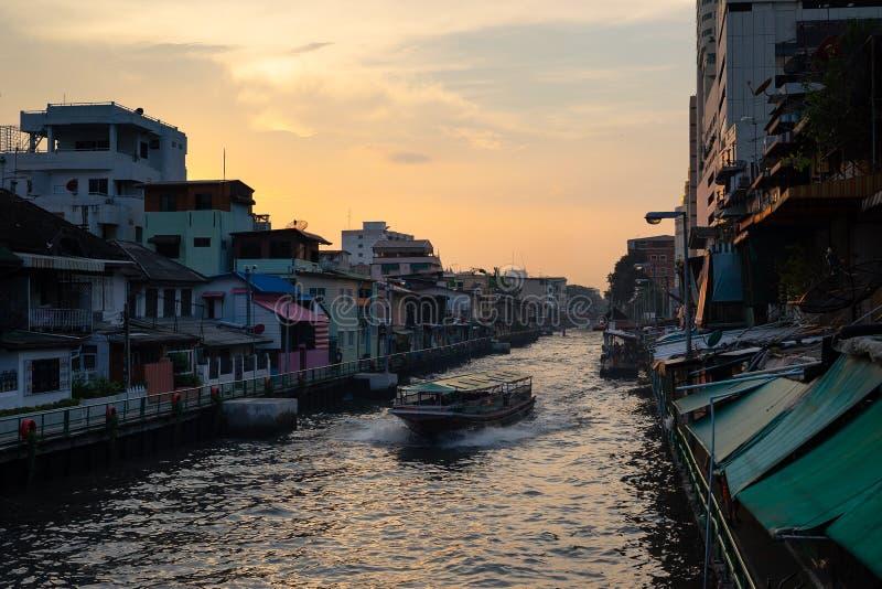 Река захода солнца в Бангкоке стоковое фото