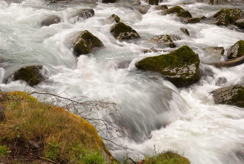 Река и водопад стоковые фотографии rf