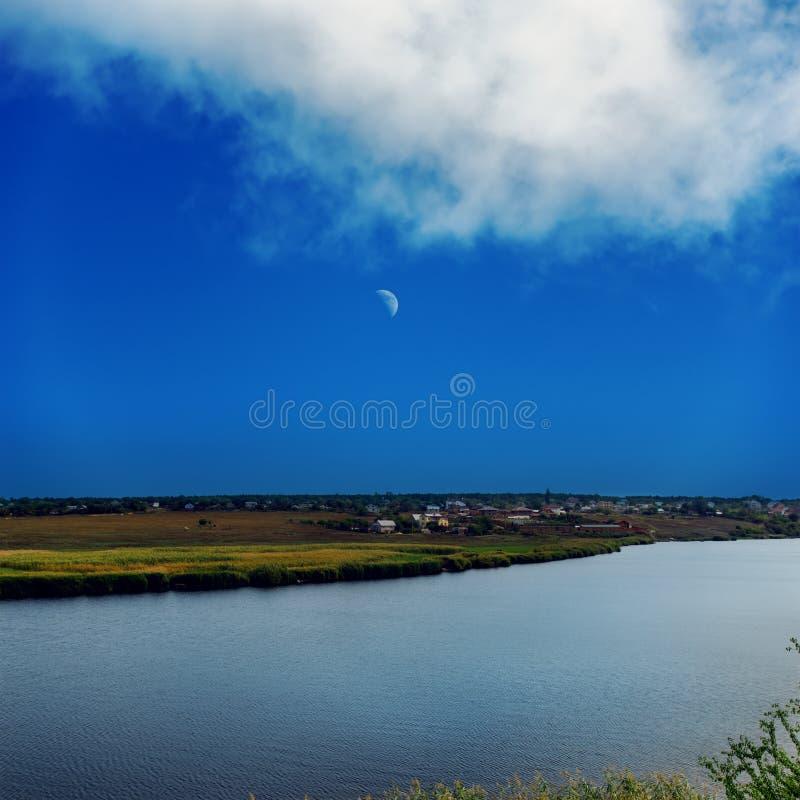 Река и небо с луной стоковая фотография rf