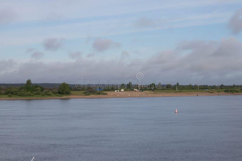 Река и поля стоковое фото