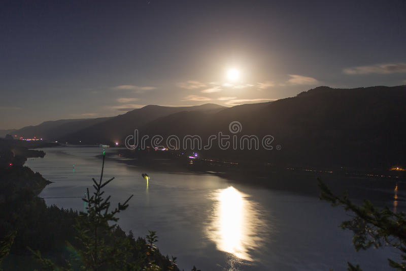 Река Колумбия и луна стоковое изображение