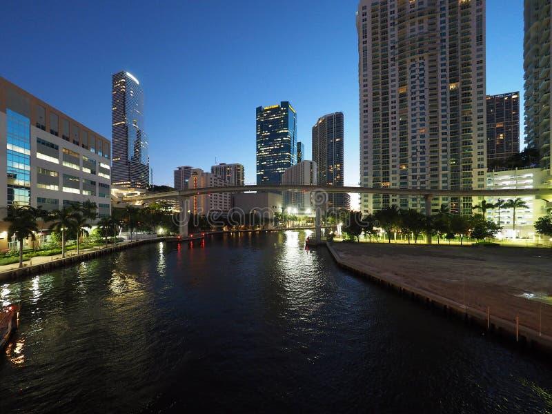 Река Майами и город Майами на восходе солнца стоковая фотография rf