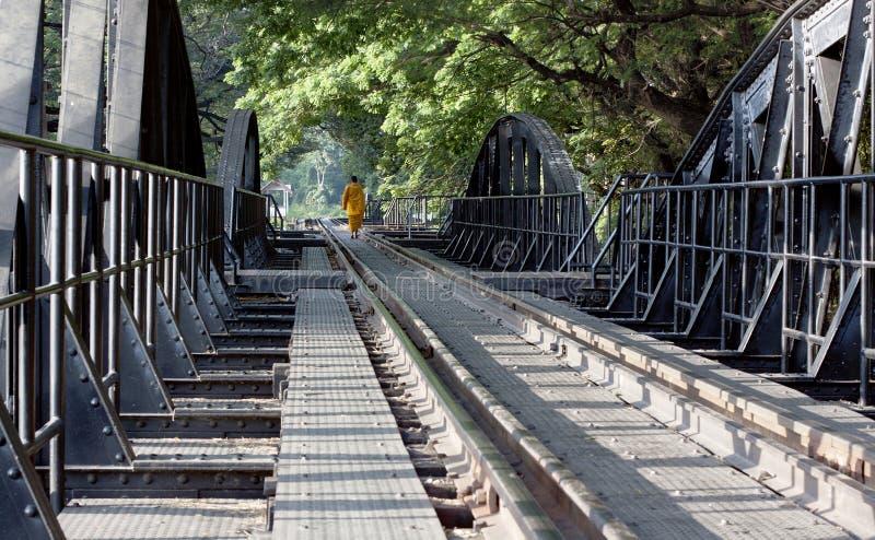 река монаха kwai скрещивания моста буддийское стоковые изображения rf