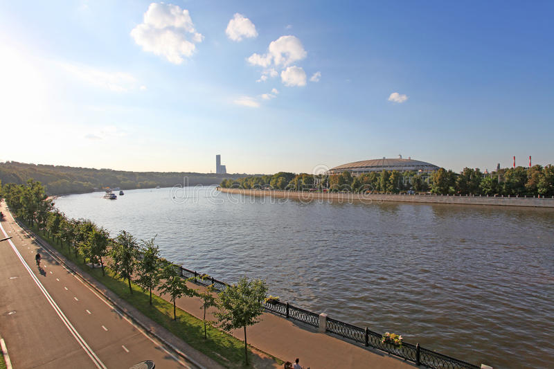 Река Москвы и обваловка Vorobievskaya moscow стоковое фото
