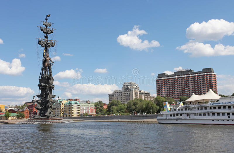 Река Москвы и памятник Питера i стоковая фотография rf