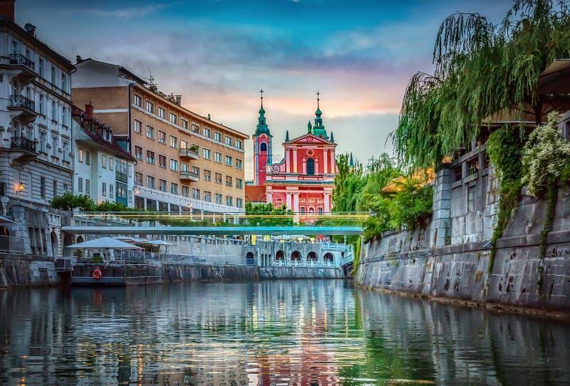 Река моста и Ljubljanica в центре города ljubljana Словения стоковое фото