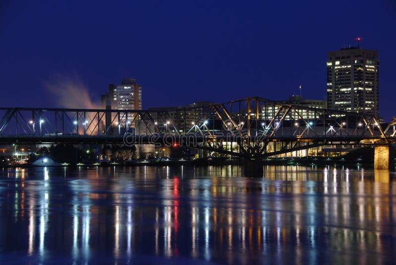 река моста штилевое отражая стоковая фотография