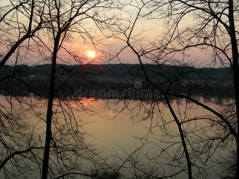Река на заходе солнца стоковые изображения rf