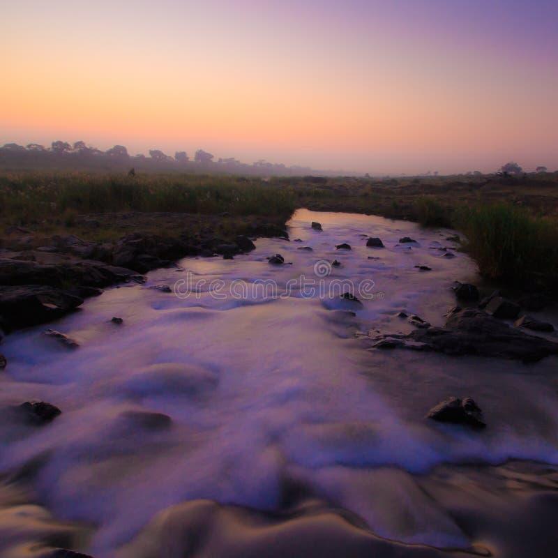 Река на зоре: Долгая выдержка 2 стоковое фото rf
