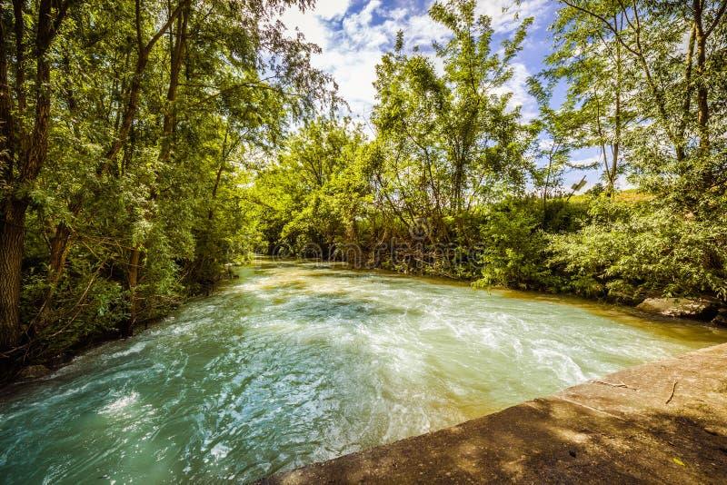 Река на холмах Apennines стоковые изображения