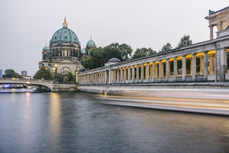 Река оживления на соборе Берлина стоковые фотографии rf