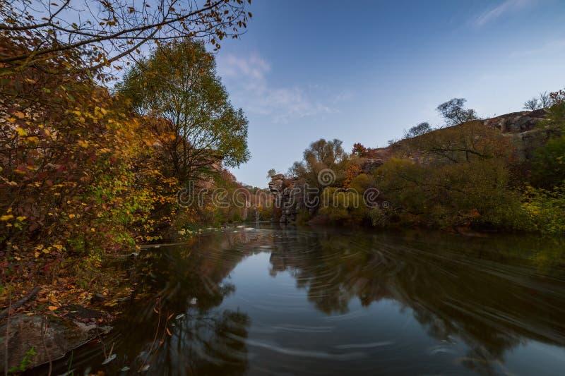 Река осени в каньоне стоковая фотография rf