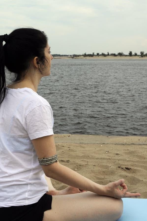 Река лотоса йоги стоковые изображения rf