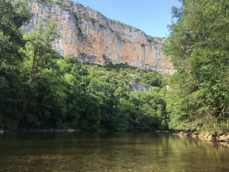 Река рядом с Монтобаном & x28; к югу от france& x29; стоковые изображения rf