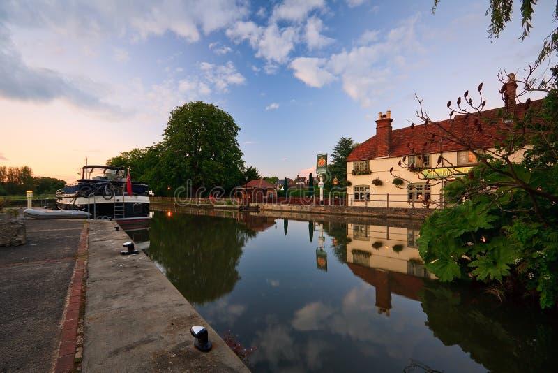 Река Темза в Оксфорде стоковые изображения