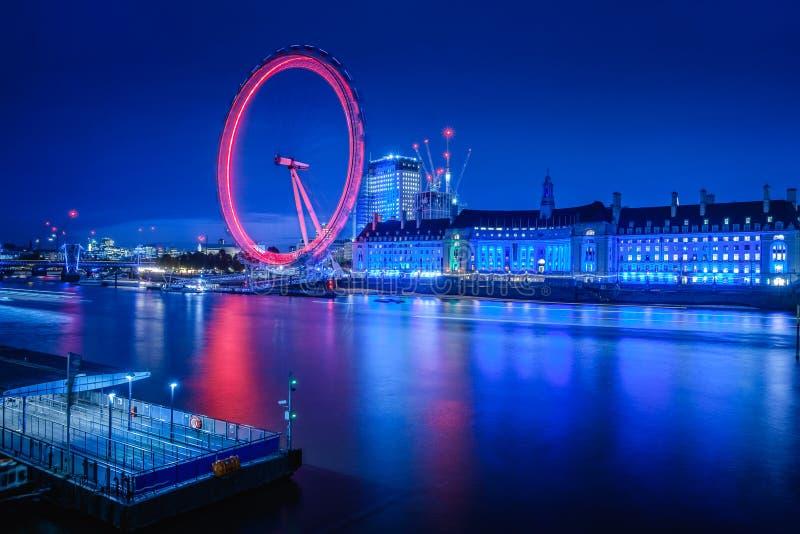 Река Темза и глаз Лондона стоковая фотография