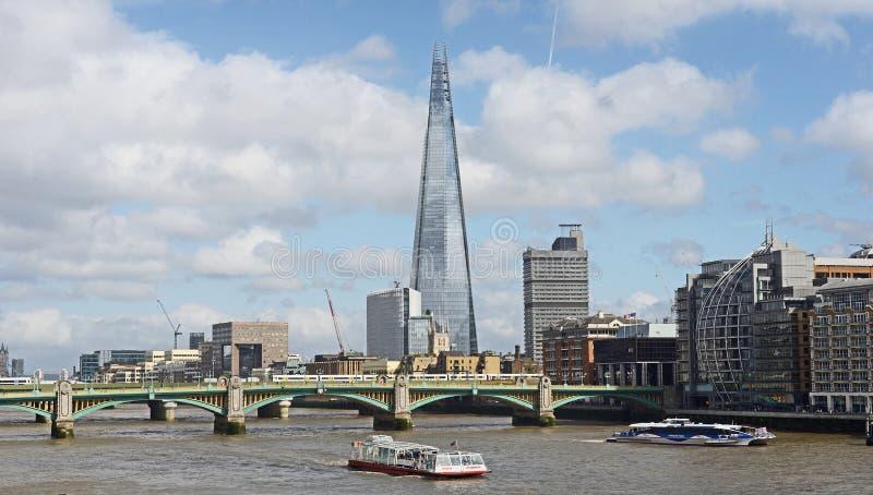 Река Темза и черепок стоковое изображение