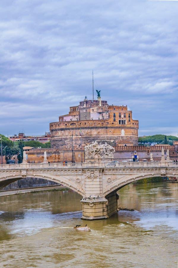 Река Тибра и замок Анджела Святого, Рим, Италия стоковые изображения rf