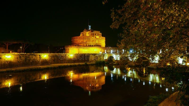 Download Река Тибр в Риме с Castel Sant Angelo к ноча Стоковое Фото - изображение насчитывающей итальянско, каникула: 81807854