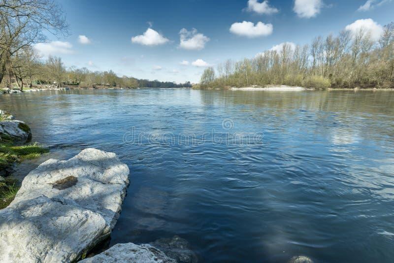 Река Тичино в солнечном утре зимы стоковая фотография