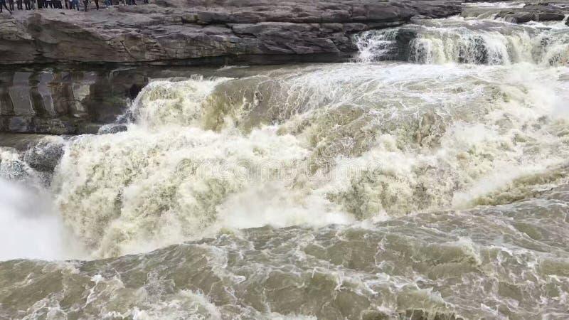 Река Хуанхэ, водопад Hukou, большое река, белые волны, волны стоковое фото