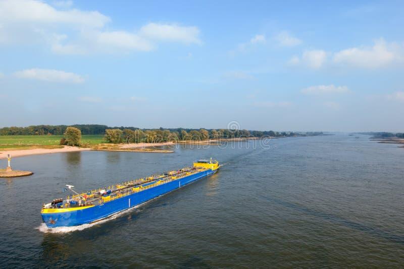 Download река шлюпки стоковое изображение. изображение насчитывающей солнечно - 6862621