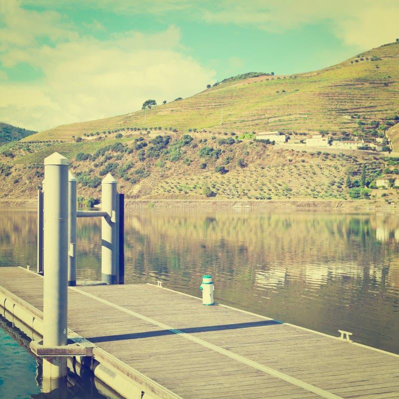 Download Река стоковое изображение. изображение насчитывающей automobiled - 41655755