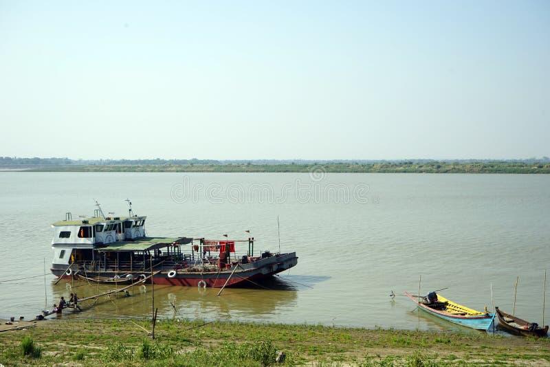 Река Ayerawady около Bagan стоковое фото rf