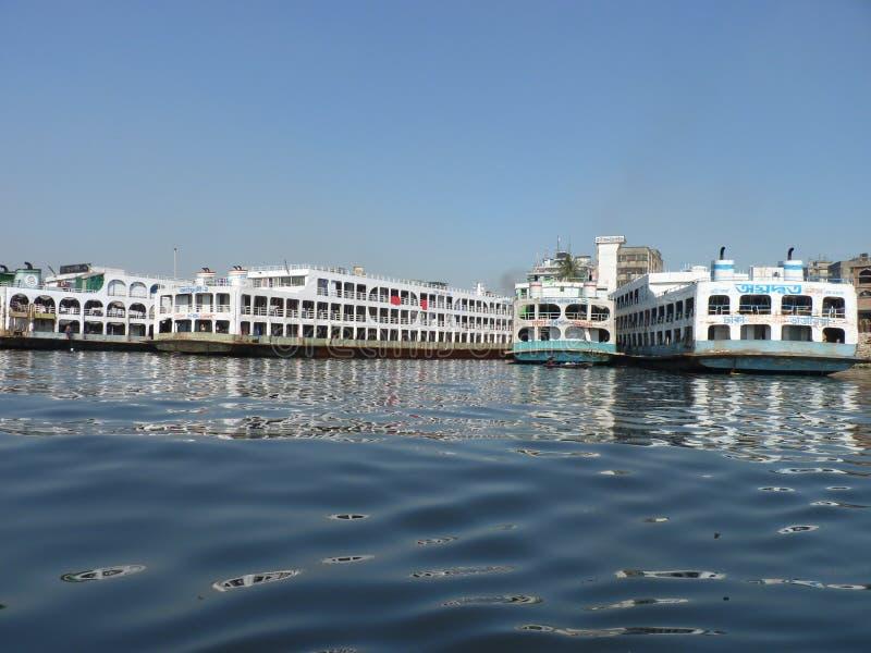 Река burigonga dhaka Бангладеша стоковые фотографии rf