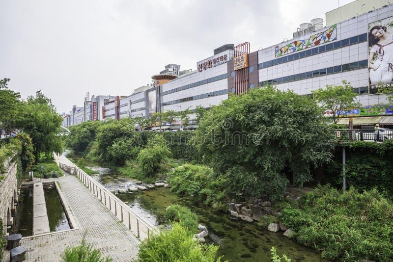 Река Cheonggnyecheon, Сеул, Южная Корея стоковая фотография