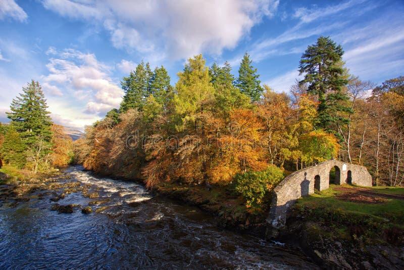 Река Dochart в Killin, Шотландии стоковое фото