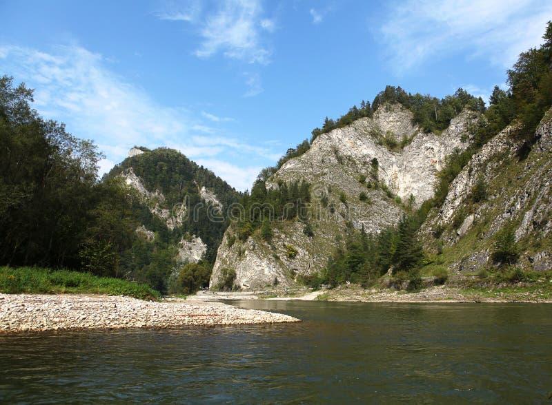 Река Dunajec августовское фото принятая Польша горы ландшафта 2009 стоковое изображение rf