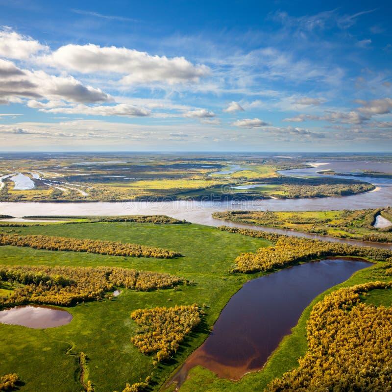 Download Река Floodland большое в осени Стоковое Изображение - изображение насчитывающей barf, ares: 33736623
