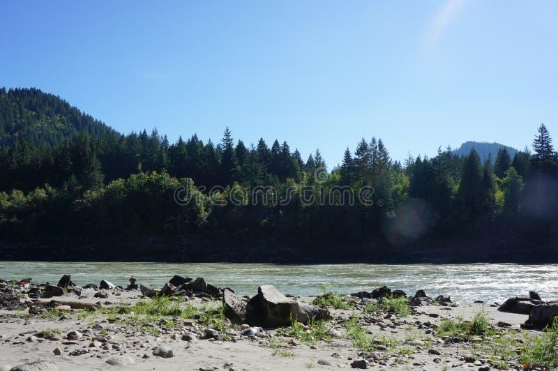 Река Fraser в Ейль, ДО РОЖДЕСТВА ХРИСТОВА стоковая фотография