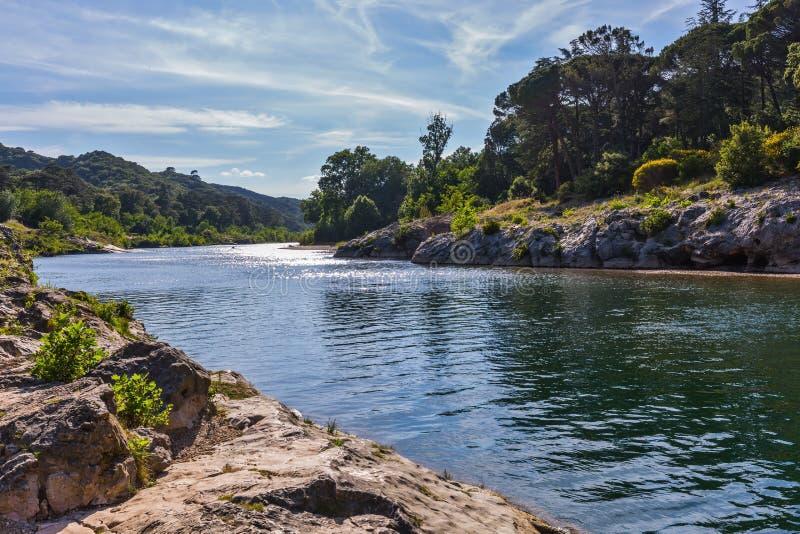 Река Gardon и красивый парк стоковые изображения