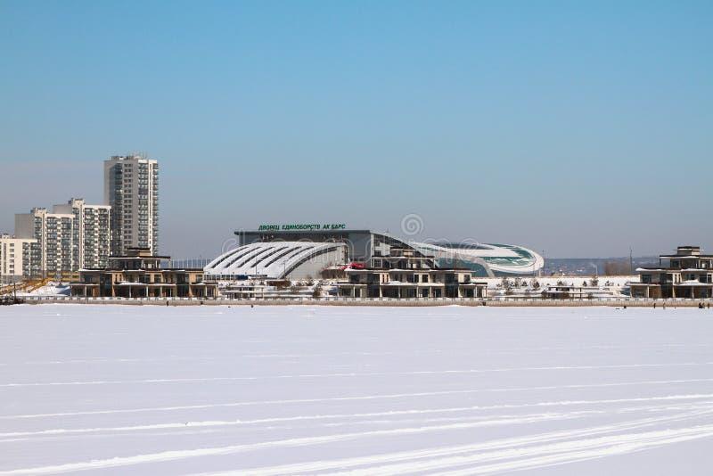 Река Kazanka и дворец одиночного ` баров Ak ` боев kazan Россия стоковые изображения
