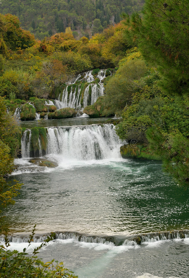 Download река krka стоковое изображение. изображение насчитывающей чисто - 6864531