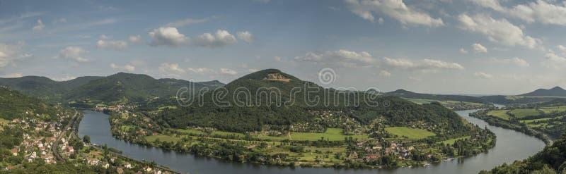 Река Labe от точки зрения над долиной стоковая фотография rf