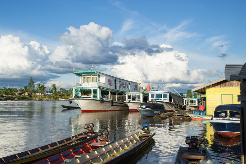Река Mahakam, Kalimantan, Индонезия стоковое фото
