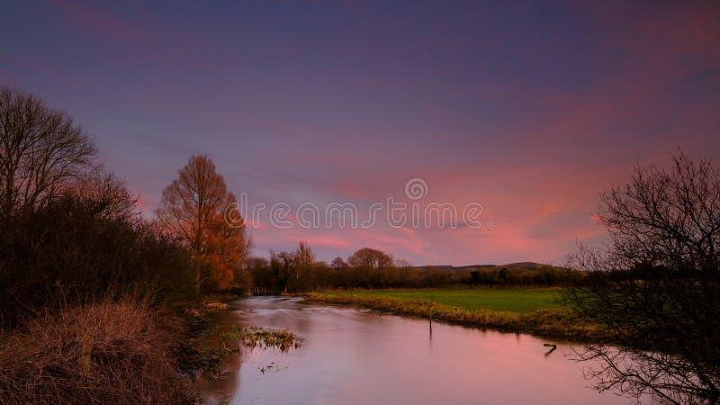 Река Meon около Exton, Хемпшира, Великобритании стоковое фото rf