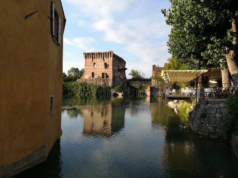 Река Mincio в Borghetto около sul Mincio Valeggio стоковые изображения