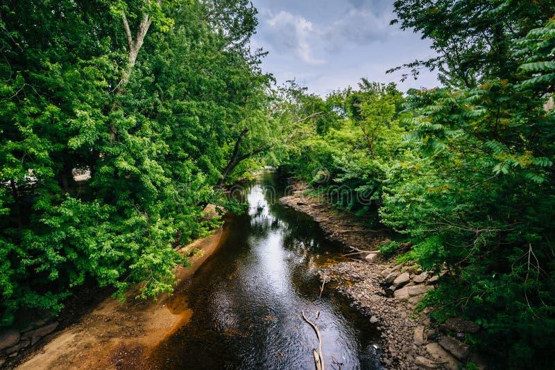Река Piscataquog, в Манчестере, Нью-Гэмпшир стоковые изображения rf