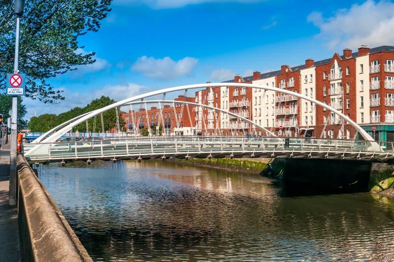 река samuel liffey dublin Ирландии моста beckett стоковое изображение rf
