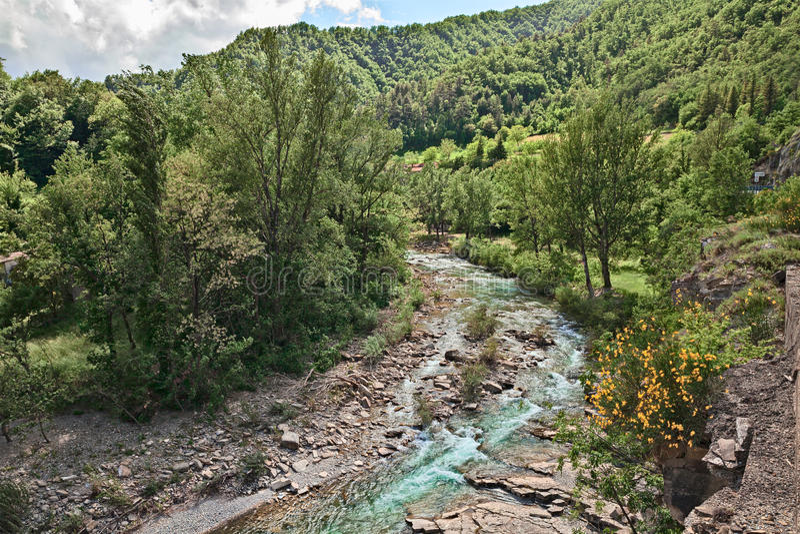 Река Santerno в Firenzuola, провинции Флоренса, Тосканы стоковая фотография